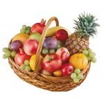 Конфеты, шоколад, сладости. скачать картинку корзинка, ананас, яблоки, гранаты, виноград.